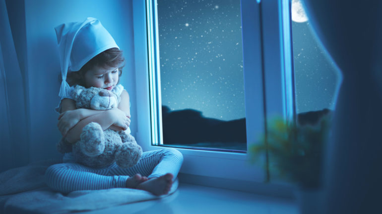 Ребенок боится спать один - как решить проблему на Woman Planet