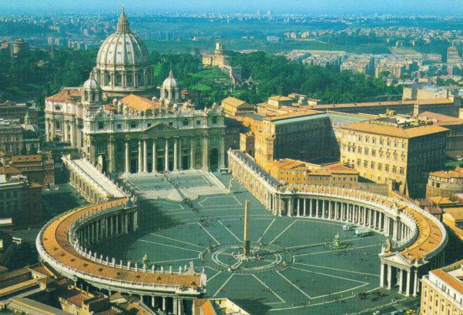 Ватикан, площадь Святого Петра Woman Planet