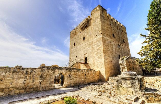 Достопримечательности Кипра замок Колосси на Women Planet
